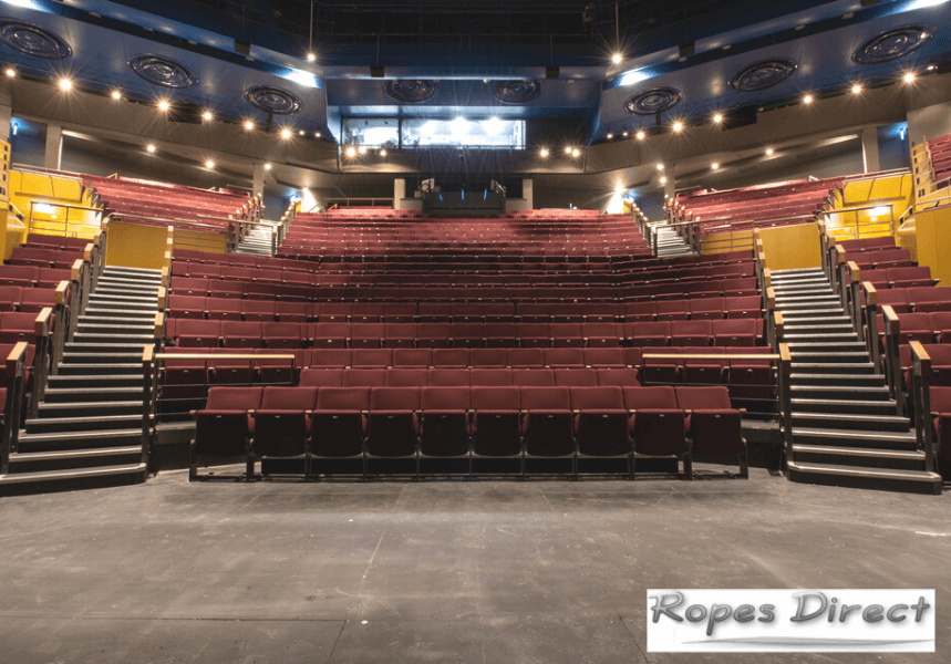 Theatre that uses theatre ropes